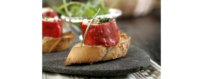 Piquillo toast with tuna and Blue Cheese